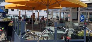 Een restaurant of ander eetgelegenheid bij Havenhotel Texel