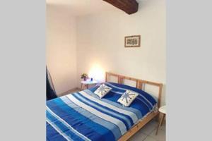 A bed or beds in a room at Charmante Escale au Cœur du Panier près Vieux Port