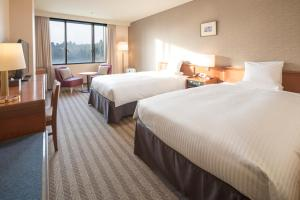 A bed or beds in a room at HOTEL MYSTAYS PREMIER Narita