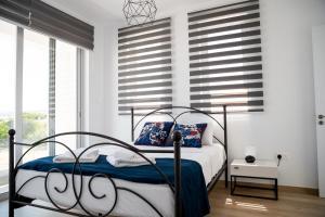 A bed or beds in a room at Levanda Hills Villa Ekaterina 3 bdrm