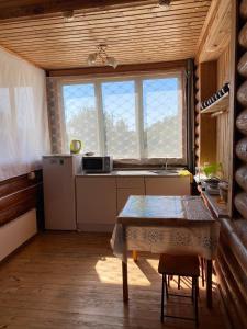 Кухня или мини-кухня в Guest House on Lenina