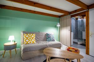 A bed or beds in a room at Beautiful studio mezzanine near Vieux Port