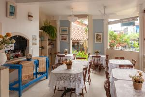 Um restaurante ou outro lugar para comer em Pousada Casablanca