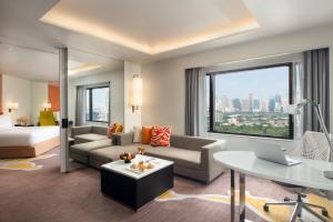 A seating area at Crowne Plaza Bangkok Lumpini Park, an IHG Hotel