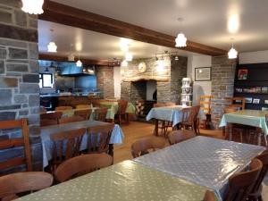 A restaurant or other place to eat at Alltyfyrddin Farm