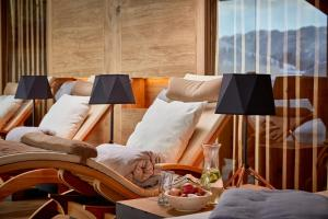 A bed or beds in a room at Hotel Tirol Fiss