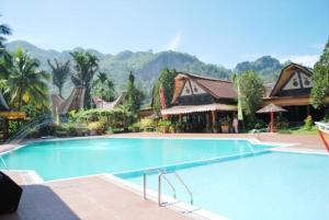 The swimming pool at or near Toraja Misiliana Hotel