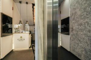 A kitchen or kitchenette at Hotel Ilisia