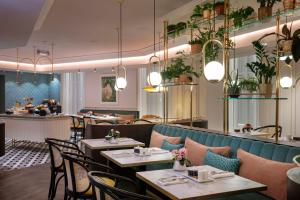 A restaurant or other place to eat at Maison Rouge Strasbourg Hotel & Spa, Autograph Collection