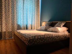 Кровать или кровати в номере Три Звезды Отель
