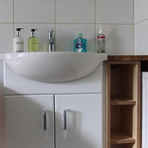 A bathroom at Longmead House