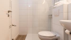 A bathroom at Ginius Homes: Oriental city room