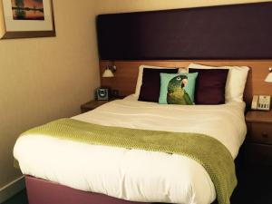 A bed or beds in a room at Uplawmoor