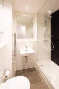 A bathroom at University of Bath Summer Accommodation