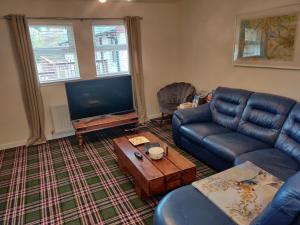 A seating area at Ben Vorlich Cottage