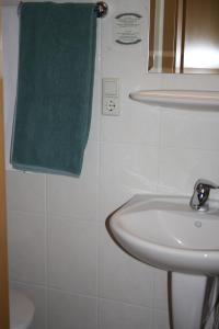 A bathroom at Weingut Goeres