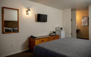 A bed or beds in a room at Eagle Cap Chalets