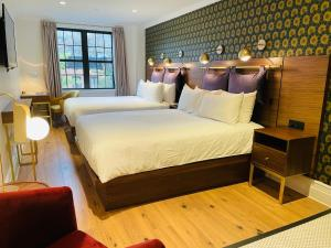 A bed or beds in a room at Hotel Scherman