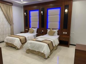 Cama ou camas em um quarto em واجهة نجران للوحدات السكنية