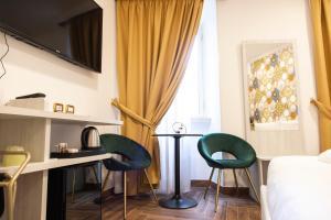 A seating area at Hotel Cinquantatre