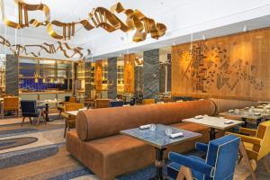 The lounge or bar area at Four Seasons Hotel Ritz Lisbon