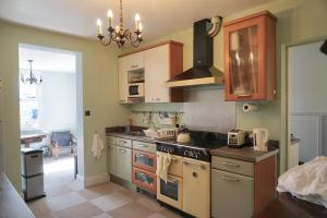 A kitchen or kitchenette at Sunny ensuite room and annex near Tottenham Stadium