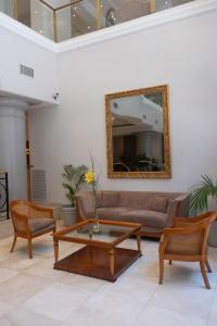 A seating area at Hotel Intersur Recoleta