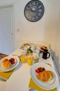 Breakfast options available to guests at MBIZ Apartment - Next to Park