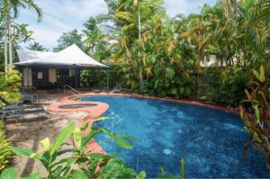 The swimming pool at or close to mango tree private townhouse