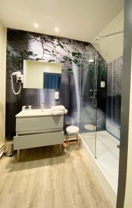 A bathroom at Grand Hôtel du Luxembourg et La Table du Grand Luxembourg