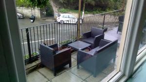 A balcony or terrace at The coldstreamer inn