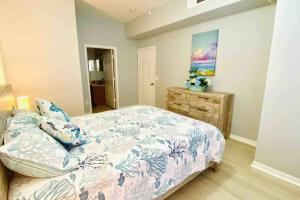 A bed or beds in a room at LUXURIOUS AND REMODELED HOUSE, everything new!