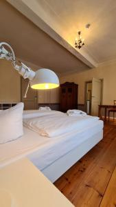 A bed or beds in a room at Hotel Cranach-Herberge
