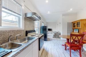 A kitchen or kitchenette at John Cabot #1