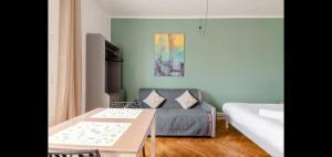 A bed or beds in a room at Vieux-port, Panier, magnifique studio avec vue sur mer