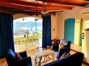 Ein Sitzbereich in der Unterkunft Luxor Guest House