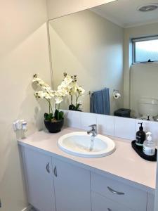 A bathroom at Swan Studio
