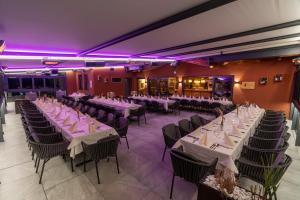 Ein Restaurant oder anderes Speiselokal in der Unterkunft Hotel Hubertusstube