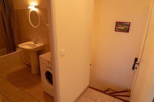 Salle de bains dans l'établissement Gîte La Place