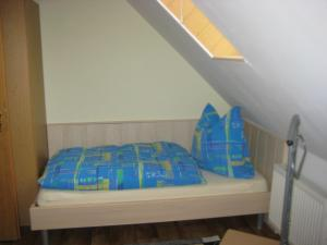 """Кровать или кровати в номере Ferienwohnung """"Lindenblick"""""""