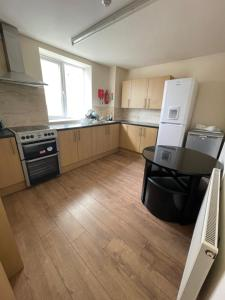 A kitchen or kitchenette at Empire student hall