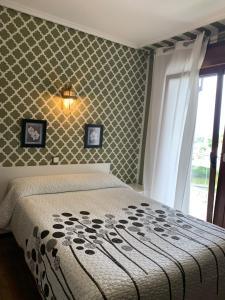 A bed or beds in a room at Hostal El Carro
