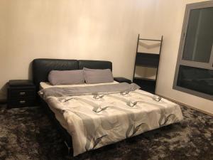 Cama ou camas em um quarto em إعمار سكوير