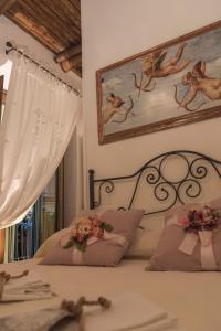 A bed or beds in a room at La Casa degli Angeli