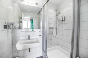 A bathroom at H+ Hotel 4Youth