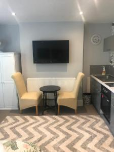 A television and/or entertainment center at Acacia Villas Guest House