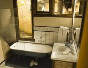 A bathroom at Pousada Refugio das Pedras