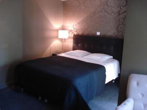 Кровать или кровати в номере Hotel La Fayette