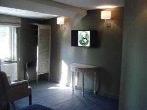 Телевизор и/или развлекательный центр в Hotel La Fayette
