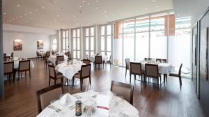 Ein Restaurant oder anderes Speiselokal in der Unterkunft Hotel Metropol